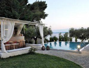Διακοπές στο Acrotel Athena Villas στην Σιθωνία Χαλκιδικής, μόλις λίγα μέτρα μακριά από τη βραβευμένη με γαλάζια σημαία ακτή της Ελιάς!