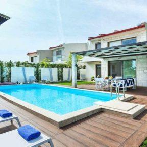 Διαμονή στο 5* W Villas στο Πευκοχώρι Χαλκιδικής, σε πλήρως εξοπλισμένες βίλες με εξωτερική πισίνα και ιδιωτική παραλία!