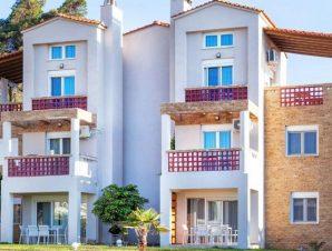 Διαμονή στο Sunset Villas στο Ποσείδι Χαλκιδικής, μόλις λίγα μέτρα από τη βραβευμένη με γαλάζια σημαία παραλία!