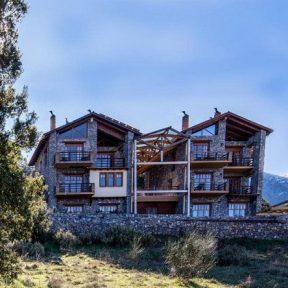 Διαμονή στο Azanias Chalet στα Καλάβρυτα, ένα όμορφο σαλέ με άψογες εγκαταστάσεις στις ελατόφυτες πλαγιές του Χελμού!