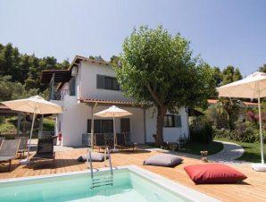 Διαμονή στο Casa Luxury Suites στο Παλιούρι Χαλκιδικής, χτισμένο σε προνομιακή θέση μόλις λίγα μέτρα από τη παραλία!