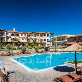 Διαμονή στο παραθαλάσσιο 4* Blue Bay Hotel στην Άφυτο Χαλκιδικής, σε δωμάτιο με πανοραμική θέα στη θάλασσα!