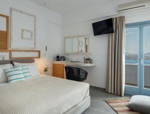 Διαμονή στο Caldera Romantica Hotel στο χωριό Ακρωτήρι της Σαντορίνης, με θέα στην καλντέρα μόλις 2χλμ. από τη διάσημη Κόκκινη Παραλία!