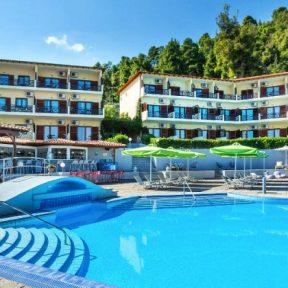 Διαμονή στο Palladium Hotel στην Κρυοπηγή Χαλκιδικής, σε μοντέρνα δωμάτια με μεγάλη εξωτερική πισίνα και καταπράσινο κήπο, σε απόσταση 600μ. από τις αμμώδεις παραλίες της Κασσάνδρας!