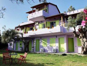 Διαμονή στο Summer House Louisa στην Λευκάδα, μόλις 1 χλμ. από την παραλία της Λυγιάς και 2,5 χλμ. από την παραλία της Νικιάνας!