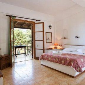 Διαμονή στο Monemvasia Village, σε πλήρως εξοπλισμένο διαμέρισμα με την καλύτερη θέα της Μονεμβασιάς από τη βεράντα σας!