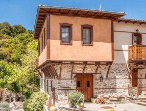 Διαμονή στο Αρχοντικό Βίραγγας στο χωριό Βράσταμα της ορεινής Χαλκιδικής, ένας παραδοσιακός ξενώνας με καταπράσινο κήπο!