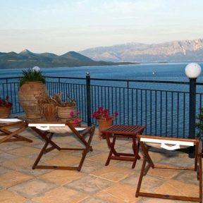 Διαμονή στο Villa Magemenou στην Νικιάνα Λευκάδας, μέσα σε ένα καταπράσινο τοπίο με ιδιωτική παραλία!