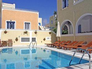 Διαμονή στο Sellada Apartments στη Σαντορίνη, 50μ. από την παραλία στο Καμάρι, την πιο γνωστή και οργανωμένη παραλία του νησιού!