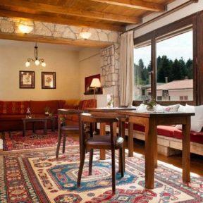 Διαμονή στο Fretzato Hotel στην Ελάτη Τρικάλων, ένας ιδιαίτερος νεόκτιστος ξενώνας με ζεστή ατμόσφαιρα και παραδοσιακή αισθητική!