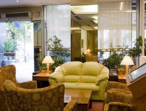 Διαμονή στο Arethusa Hotel στην οδό Μητροπόλεως στο κέντρο της Αθήνας, μόλις 50μ. από την Ερμού και την πλατεία Συντάγματος!