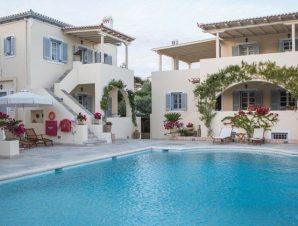 Διαμονή στο Villa Nika Boutique Hotel στις Σπέτσες σε διαμέρισμα, σουίτα ή μεζονέτα με εξωτερική πισίνα, μόλις 200 μέτρα από την παραλία!