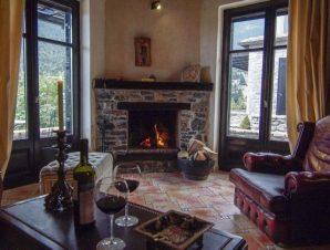 Διαμονή στο Ostra Menalon Luxury Suites στον Καρδαρά Αρκαδίας, στη σκιά των ελάτων του μυθικού βουνού!
