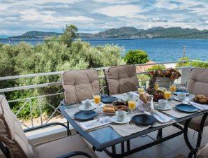 Διαμονή στο Elodia Suites στη Νικιάνα Λευκάδας, σε πλήρως εξοπλισμένα διαμερίσματα σε ένα ήσυχο περιβάλλον κοντά στην παραλία!