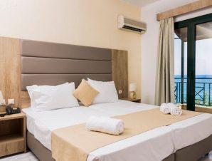 Διαμονή στο παραθαλάσσιο 4* Porto Greco στη Χερσόνησο Κρήτης, όπου μπορείτε να απολαύσετε τις 5 εξωτερικές πισίνες και τα 2 εστιατόρια σε απόσταση μόλις 1 λεπτό από την παραλία!