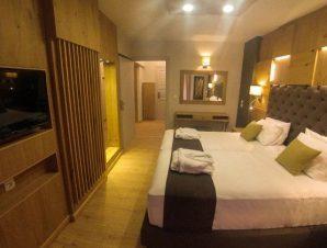Διαμονή στο παραθαλάσσιο 4* Elmi Suites στη Χερσόνησο Κρήτης, με 4 πισίνες και μόλις λίγα 10 μ. από τη παραλία!