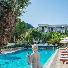 Διαμονή στο παραθαλάσσιο Iniohos Hotel στο Αργάσι στη Ζάκυνθο, μόλις 50μ. από την παραλία και 3χλμ. από την πόλη!