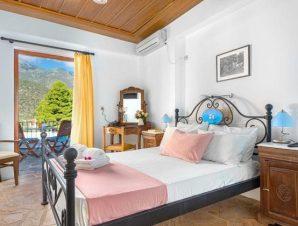 Διαμονή στο Hotel Paraliako στο Κυπαρίσσι Λακωνίας, στο κέντρο του οικισμού Παραλία, μόλις 30μ. από τη θάλασσα!